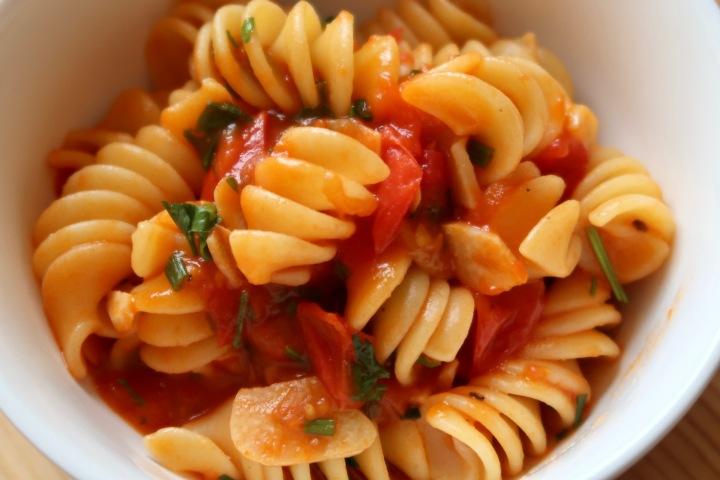 makaron-z-sosem-pomidorowym