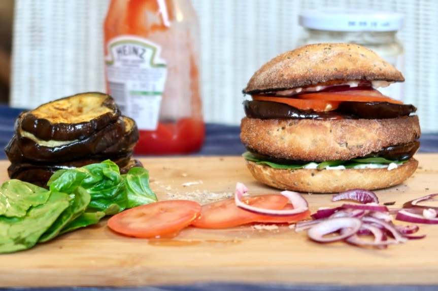 Śródziemnomorskie burgery zbakłażana