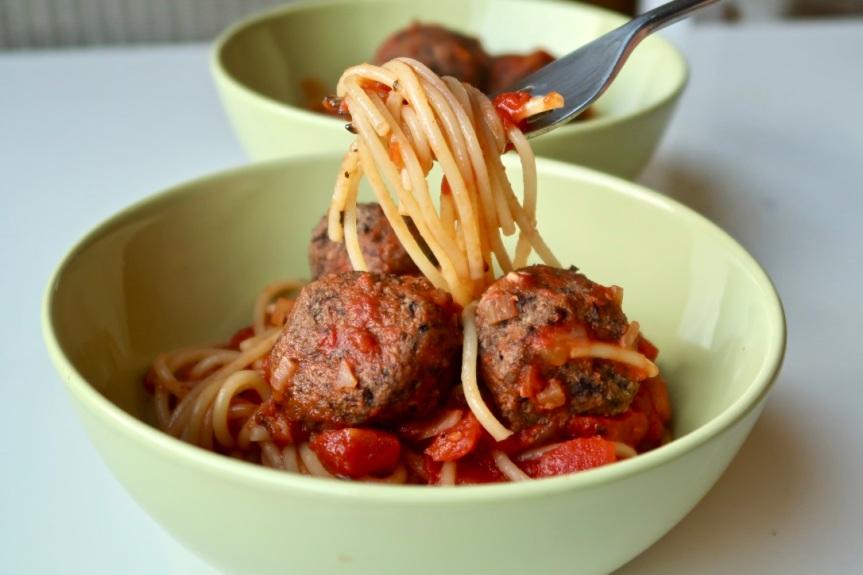 Spaghetti z wegeklopsikami