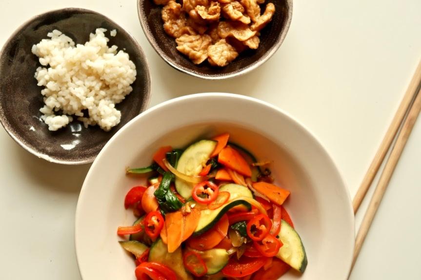 Warzywa w sosie padthai