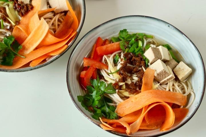 chow-mein-z-warzywami