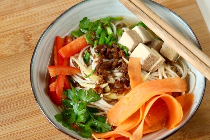 makaron-azjatycki-z-warzywami
