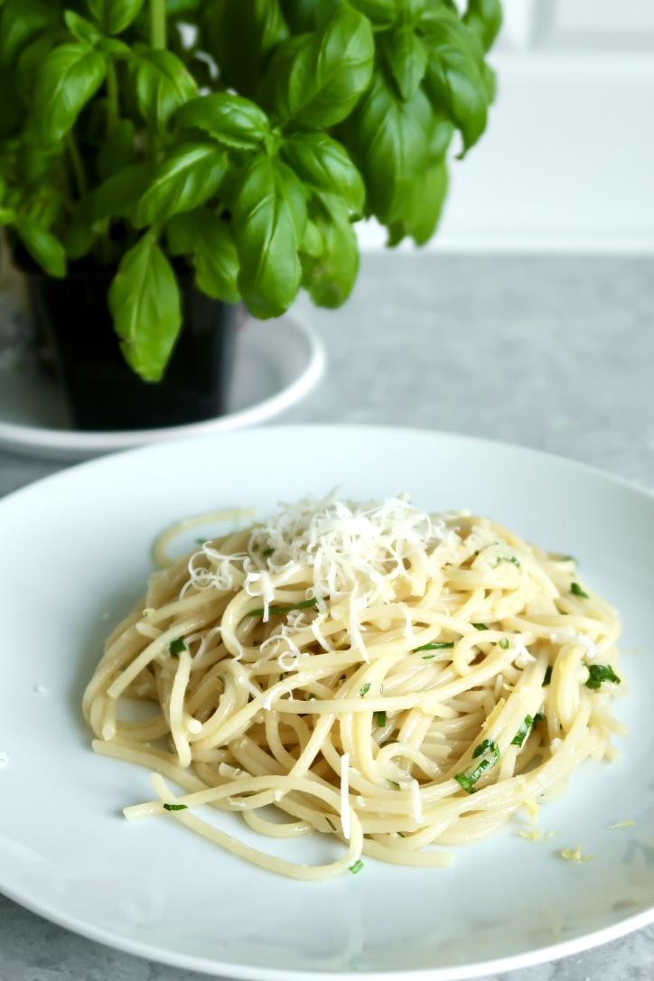 Nowoczesne spaghetti aglio eolio