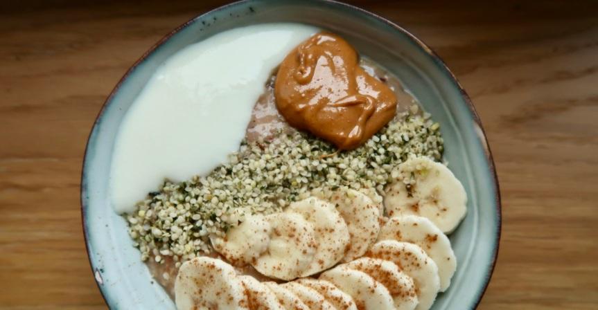 owsianka-z-jogurtem-sojowym