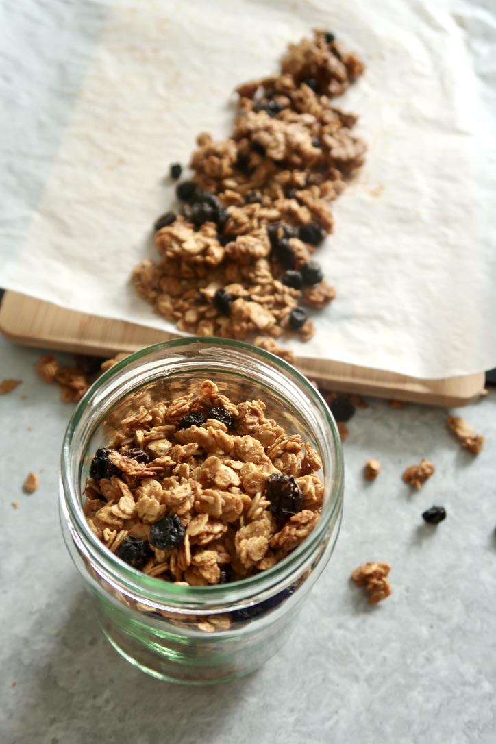 Kardamonowa granola ztahini