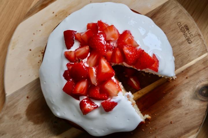 mud-cake-z-truskawkami-smietana